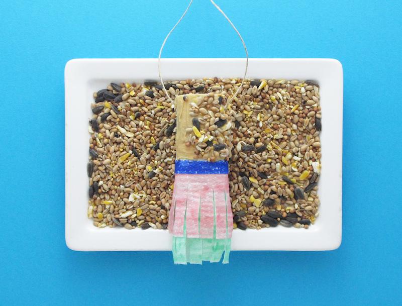 comment faire une mangeoire pour oiseaux lotus. Black Bedroom Furniture Sets. Home Design Ideas