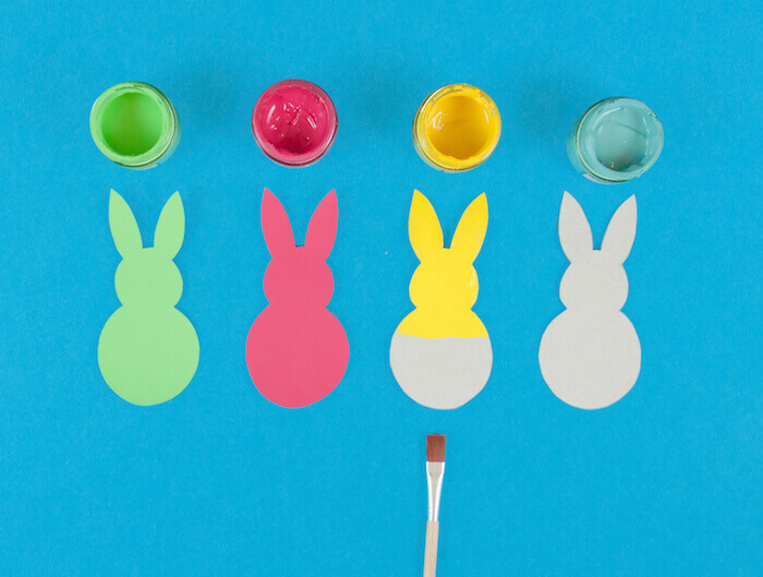 d8dce6ad2d0 Déchirez et froissez un mouchoir en papier pour former de petites boules  que vous collerez sur les derrières des lapins. Gloussements garantis avec  vos ...